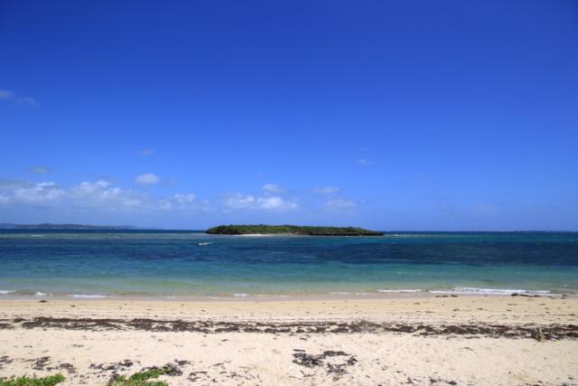 前往冲绳本岛中部东海岸浮现出的纯朴离岛「津坚岛」一探究竟