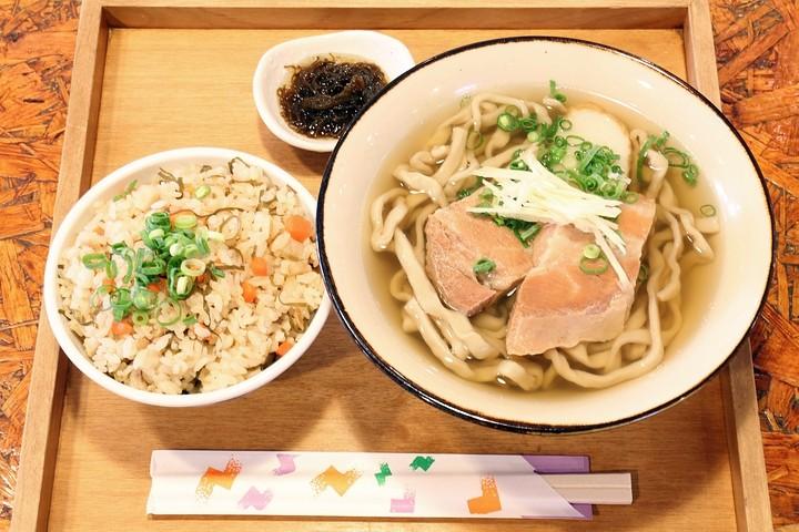 """辞职经营冲绳麺店。口感糯软的首里""""Tisilaji冲绳面"""""""