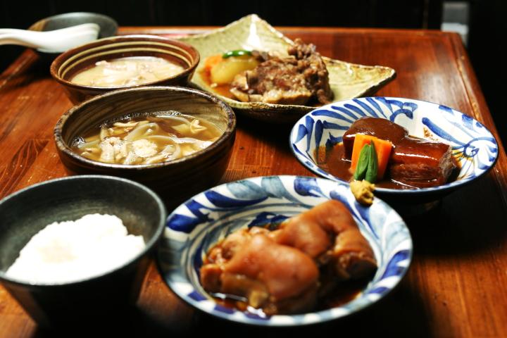 来到冲绳绝对想吃的料理!品尝霸市内的冲绳料理