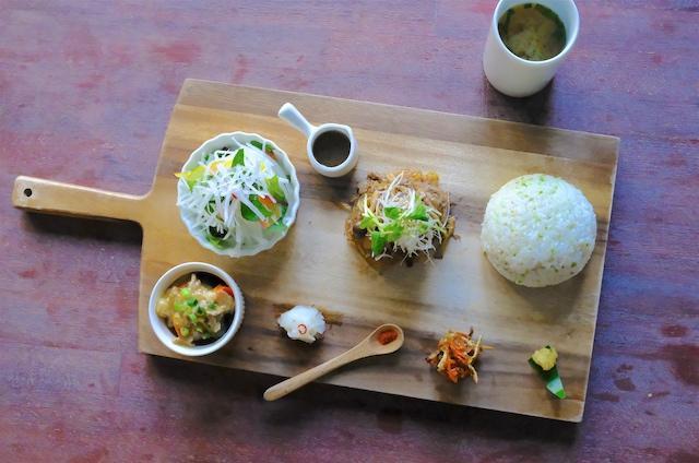 满足追求健康和好奇心的咖啡馆〈运天食堂 (名护市)〉